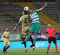 BOGOTÁ - COLOMBIA, 24-04-2019:John Edison Garcia (Der.) jugador de La Equidad  disputa el balón con Jonathan Lopera  (Izq.) jugador de Rionegro  durante partido por la fecha 17 de la Liga Águila I 2019 jugado en el estadio Metropolitano de Techo de la ciudad de Bogotá. /John Edison Garcia (R) player of La Equidad fights the ball  against of Jonathan Lopera(L) player of Rionegro  during the match for the date 17 of the Liga Aguila I 2019 played at the Metropolitano de Techo  stadium in Bogota city. Photo: VizzorImage / Felipe Caicedo / Staff.