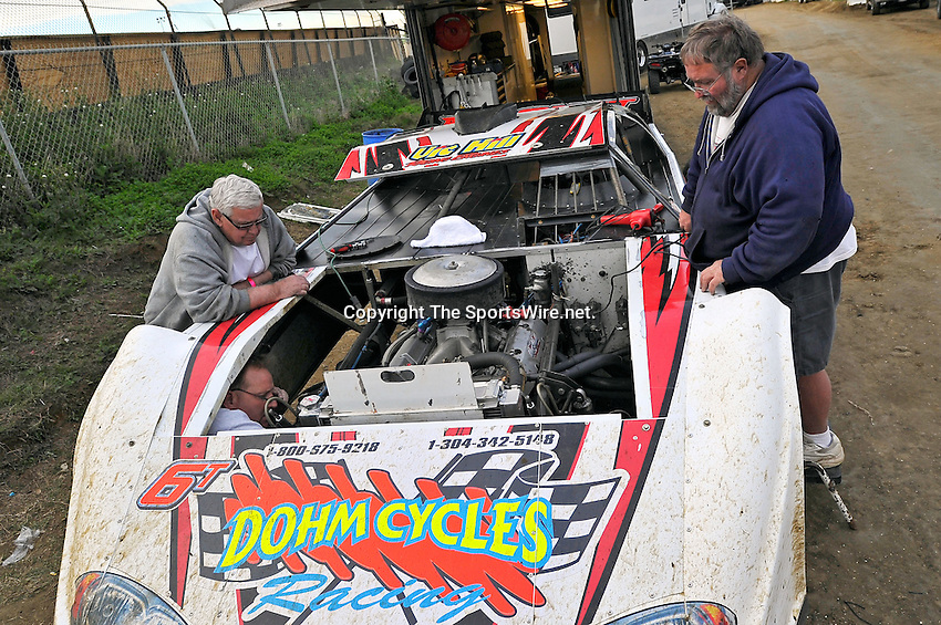 Feb 12, 2011; 5:43:03 PM; Gibsonton, FL., USA; The Lucas Oil Dirt Late Model Racing Series running The 35th annual Dart WinterNationals at East Bay Raceway Park.  Mandatory Credit: (thesportswire.net)