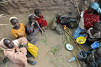 NIGER Zinder, village BABAN TAPKI, people suffer from hunger due to drought and poverty / NIGER Zinder, Dorf BABAN TAPKI, Menschen leiden durch Duerre und Armut an Hunger / NIGER Zinder, Dorf BABAN TAPKI, Menschen leiden durch Duerre und Armut an Hunger