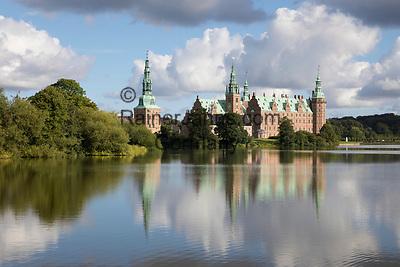 Daenemark, Insel Seeland, Hilleroed: Schloss Frederiksborg mit Schlosssee | Denmark, Zealand, Hillerod: Frederiksborg Slot Castle built in the early 17th century for King Christian 4th on Castle Lake