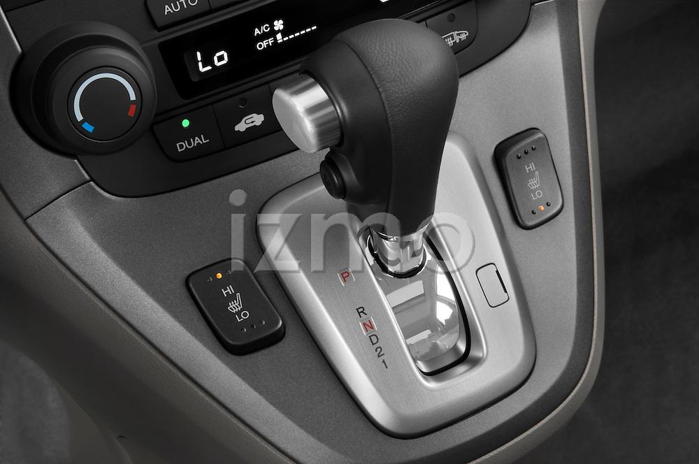 Gear shift detail view of a 2008 Honda CRV