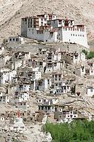 Sur le flanc d'une petite vallée isolée, le monastère de Chemrey a été édifié en 1644. Il abrite une cinquantaine de moines et novices. Ladakh Himalaya Inde. Photo : Vibert / Actionreporter.com