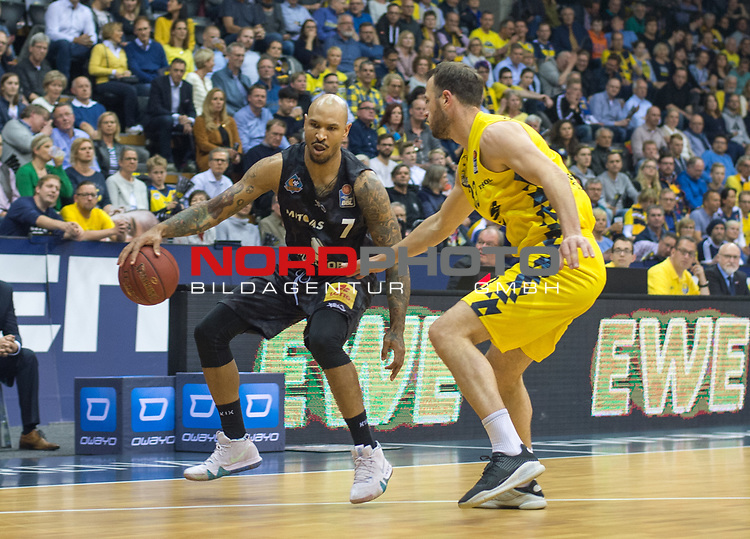 10.05.2019, EWE Arena, Oldenburg, GER, easy Credit-BBL, EWE Baskets Oldenburg vs Mitteldeutscher BC, im Bild<br /> Sergio KERUSCH (Mitteldeutscher BC #7 ) Philipp SCHWETHELM (EWE Baskets Olldenburg #33 )<br /> <br /> Foto © nordphoto / Rojahn