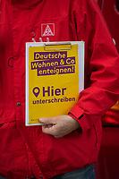 """Ein Mitglied der Gewerkschaft IG-Metall mit einer Unterschriftenliste fuer das Volksbegehren """"Deutsche Wohnen & Co. enteignen.<br /> 16.3.2021, Berlin<br /> Copyright: Christian-Ditsch.de"""