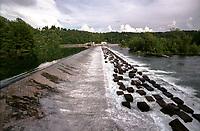 Somma Lombardo (Varese), Parco della Valle del Ticino. La diga del Panperduto --- Somma Lombardo (Varese), Natural Park of Ticino valley. Panperduto dam