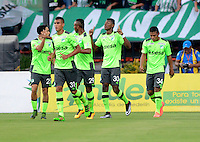 MEDELLÍN -COLOMBIA - 27-03-2016: Los jugadores de Deportivo Cali celebran el gol anotado a Atletico Nacional durante partido aplazado entre Atletico Nacional y Deportivo Cali, por la fecha 6 de la Liga Águila I 2016 jugado en el estadio Atanasio Girardot de la ciudad de Medellín. / The players of Deportivo Cali, celebrate a goal scored to Atletico Nacional during a postponed match between Atletico Nacional and Deportivo Cali for the date 6 of the Aguila League I 2016 played at Atanasio Girardot stadium in Medellin city. Photo: VizzorImage/León Monsalve/Str.