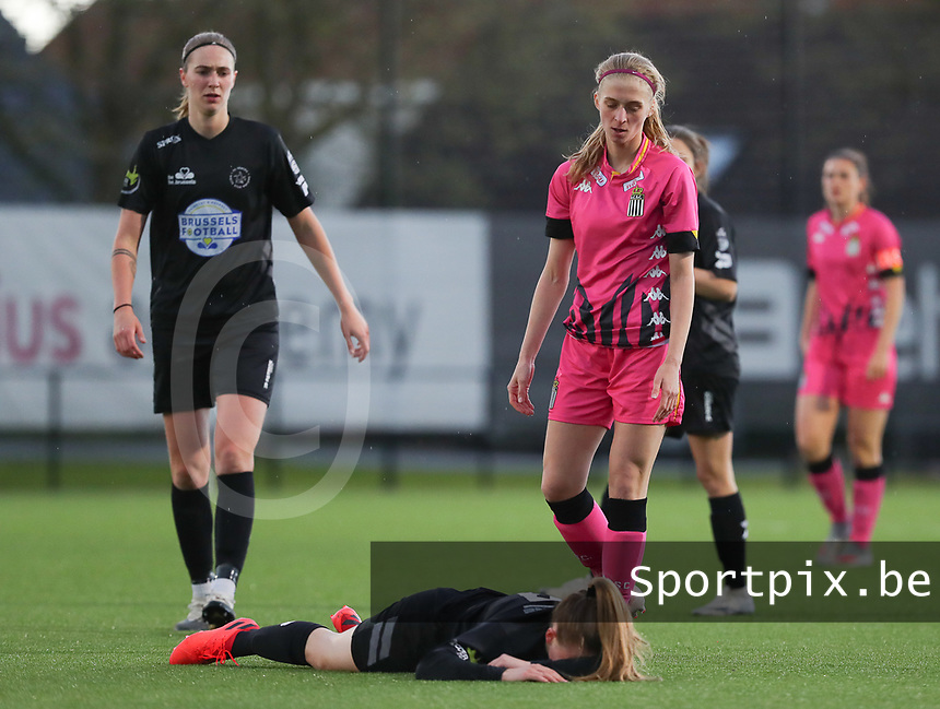 injury for Martyna Rakowicz (38) of Woluwe with Marie Bougard (10) of Woluwe and Ludmila Matavkova (9) of Charleroi  pictured during a female soccer game between Sporting Charleroi and White Star Woluwe on the 7 th matchday in play off 2 of the 2020 - 2021 season of Belgian Scooore Womens Super League , friday 14 th of May 2021  in Marcinelle , Belgium . PHOTO SPORTPIX.BE | SPP | Sevil Oktem