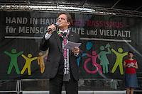 Tausende Menschen beteiligten sich am Sonntag den 19. Juni 2016 in Berlin an einer Menschenkette gegen Rassismus. Die Aktion fand bundesweit am 18. und 19. Juni in verschiedenen Staedten in Deutschland statt.<br /> Im Bild: Bischof Dr. Markus Droege (Evangelische Kirche Berlin-Brandenburg-schlesische Oberlausitz).<br /> 19.6.2016, Berlin<br /> Copyright: Christian-Ditsch.de<br /> [Inhaltsveraendernde Manipulation des Fotos nur nach ausdruecklicher Genehmigung des Fotografen. Vereinbarungen ueber Abtretung von Persoenlichkeitsrechten/Model Release der abgebildeten Person/Personen liegen nicht vor. NO MODEL RELEASE! Nur fuer Redaktionelle Zwecke. Don't publish without copyright Christian-Ditsch.de, Veroeffentlichung nur mit Fotografennennung, sowie gegen Honorar, MwSt. und Beleg. Konto: I N G - D i B a, IBAN DE58500105175400192269, BIC INGDDEFFXXX, Kontakt: post@christian-ditsch.de<br /> Bei der Bearbeitung der Dateiinformationen darf die Urheberkennzeichnung in den EXIF- und  IPTC-Daten nicht entfernt werden, diese sind in digitalen Medien nach §95c UrhG rechtlich geschuetzt. Der Urhebervermerk wird gemaess §13 UrhG verlangt.]