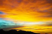 Rio de Janeiro (RJ), 22/05/2020 - Clima-Rio - Por do Sol nesta sexta-feira (22) com vista do Parque Estadual da Pedra Branca na zona oeste do Rio de Janeiro. (Foto: Alexandre Durao/Codigo 19/Codigo 19)