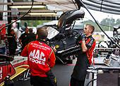 Doug Kalitta, Mac Tools, top fuel, crew, pits