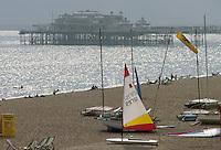 - the beach of Brigthon bathing town, on the southern coast....- la spiaggia della città balneare di  Brigthon, sulla costa meridionale