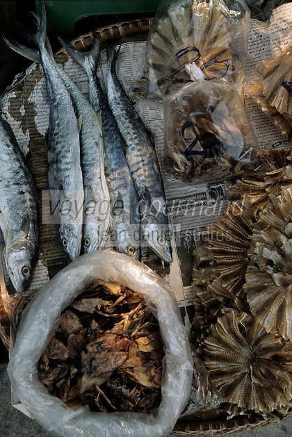 Thailande/Env de Bangkok: Le marché flottant de Tha Kha, détail d'un étal de poissons séchés