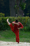 DOGU DETERRE<br /> <br /> Susan Buirge, conception et chorégraphie<br /> Hiroko Tamura, danseuse<br /> Carol Robinson, création musicale et interprétation<br /> Laurence Bruley, scénographie et costume<br /> Félix Lefebvre, réalisation technique<br /> Cadre : Songes chorégraphiques à Royaumont<br /> Date : 05/09/2014<br /> Lieu : Fondation Royaumont