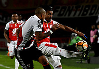BOGOTÁ - COLOMBIA, 03-05-2018: Wilson Morelo (Der.) jugador de Independiente Santa Fe disputa el balón con Jonatan Maidana (Izq.) jugador de River Plate, durante partido entre Independiente Santa Fe (COL) y River Plate (ARG), de la fase de grupos, grupo D, fecha 5 de la Copa Conmebol Libertadores 2018, jugado en el estadio Nemesio Camacho El Campin de la ciudad de Bogota. / Wilson Morelo (R) player of Independiente Santa Fe vies for the ball with Jonatan Maidana (L) player of River Plate, during a match between Independiente Santa Fe (COL) and River Plate (ARG), of the group stage, group D, 5th date for the Conmebol Copa Libertadores 2018 at the Nemesio Camacho El Campin Stadium in Bogota city. Photo: VizzorImage  / Luis Ramírez / Staff.