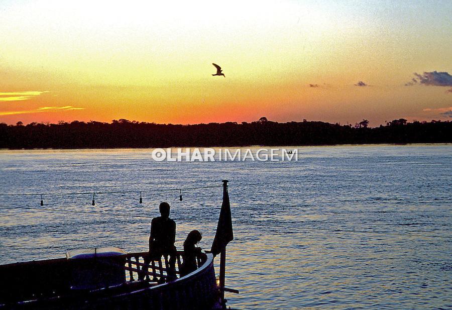 Entardecer no Rio Madeira em  Porto Velho. Rondônia. 1998. Foto de Salomon Cytrynowicz.