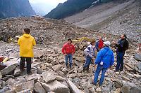 - Valtellina, rescue team on the landslide of Coppetto Peak (July 1987)....- Valtellina, soccorritori sulla frana di Pizzo Coppetto (luglio 1987)