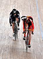CALI – COLOMBIA – 01-03-2014: Matthew Archibald (Izq.) de Nueva Zelanda y Juan Peralta (Der.) de España en la prueba Embalaje Hombres 1/16 en el Velodromo Alcides Nieto Patiño, sede del Campeonato Mundial UCI de Ciclismo Pista 2014. / Matthew Archibald (L) of New Zealand and Juan Peralta (R) of Spain during the test of Men´s Sprint 1/16 in Alcides Nieto Patiño Velodrome, home of the 2014 UCI Track Cycling World Championships. Photos: VizzorImage / Luis Ramirez / Staff.