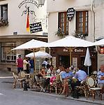 France, Brittany, Département Morbihan, Josselin: Cafe and Creperie | Frankreich, Bretagne, Département Morbihan, Josselin: Cafe and Creperie