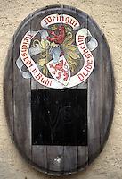 Insegna di una cantina lungo la strada dei vini..Sign of a winery along the wine route..