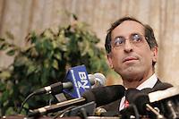 Montreal, le 16 fevrier 2006, Le Dr. Jacques Chaoulli rÈagit en confÈrence de presse ‡ la rÈponse du gouvernement du QuÈbec ‡ l'arrÍt de la Cour suprÍme du Canada dans la cause qu'il a remportÈe en juin dernier aprËs une saga judiciaire de plusieurs annÈes. Rappelons que la Cour suprÍme a statuÈ en juin dernier que l'interdiction faite aux QuÈbÈcois de se procurer une assurance santÈ privÈe pour des soins couverts par la RÈgie de l'assurance maladie du QuÈbec contrevient ‡ la Charte quÈbÈcoise des droits et libertÈs de la personne.<br /> photo : Delphine Descamps - Images Distribution