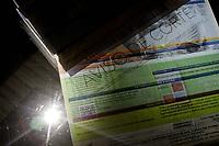 Campinas (SP), 31/07/2020 - Energia - A Agencia Nacional de Energia Eletrica (Aneel) decidiu que, a partir de sabado (1), volta a ser permitida a possibilidade de cortes de energia por falta de pagamento para consumidores residenciais e comerciais, desde que estes sejam reavisados. A distribuidora deve enviar ao consumidor nova notificacao sobre existencia de pagamentos pendentes, ainda que ja tenha encaminhado em periodo anterior para o mesmo debito. (Foto: Denny Cesare/Codigo 19/Codigo 19)
