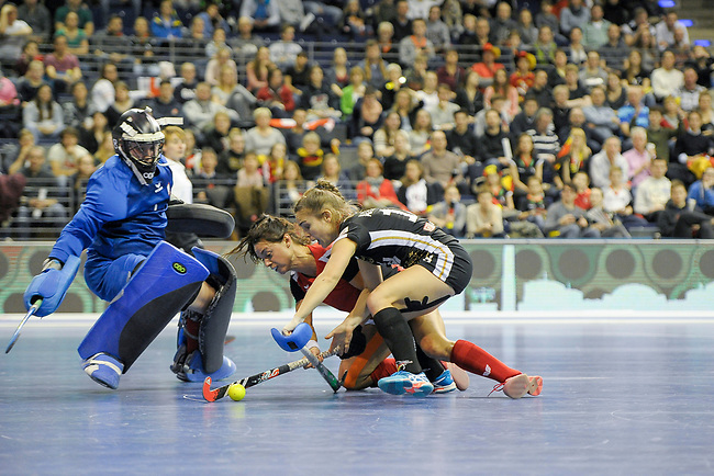 Berlin, Germany, February 10: During the FIH Indoor Hockey World Cup quarterfinal match between Germany (black) and Poland (red) on February 10, 2018 at Max-Schmeling-Halle in Berlin, Germany. Final score 3-1. (Photo by Dirk Markgraf / www.265-images.com) *** Local caption *** Dominika NOWICKA #1 of Poland, Marlena RYBACHA #16 of Poland, Lisa ALTENBURG #18 of Germany