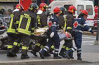 - exercise of terroristic attack, evacuation of the wounded......- esercitazione antiterrorismo, evacuazione dei feriti