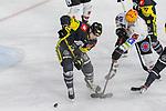 Bremerhavens DOMINIKUHER (Nr.26) im Zweikampf mit Krefelds Kristofers Bindulis (Nr.84)  beim Spiel in der Gruppe Nord der DEL, Krefeld Pinguine (schwarz) – Fischtown Pinguins Bremerhaven (weiss).<br /> <br /> Foto © PIX-Sportfotos.de *** Foto ist honorarpflichtig! *** Auf Anfrage in hoeherer Qualitaet/Aufloesung. Belegexemplar erbeten. Veroeffentlichung ausschliesslich fuer journalistisch-publizistische Zwecke. For editorial use only.