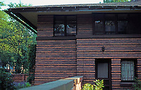 F.L. Wright: Heurtley House, Oak Park, 1909. Forest Ave.  Photo '76.