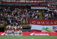 BOGOTÁ -COLOMBIA, 29-11-2014. Jugadores de Sabta Fe oran previo al encuentro entre Independiente Santa Fe y Atlético Huila por la fecha 4 de los cuadrangulares finales de la Liga Postobón II 2014 jugado en el estadio Nemesio Camacho El Campín de la ciudad de Bogotá./ Players of Santa Fe pray prior the match between Independiente Santa Fe and Atletico Huila for the 4th date of the final quadrangular of the Postobon League II 2014 played at Nemesio Camacho El Campin stadium in Bogotá city. Photo: VizzorImage/ Gabriel Aponte / Staff