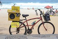 RIO DE JANEIRO-01 DE AGOSTO DE 2012-PROPAGANDA ELEITORAL COM BICICLETA DE SOM-Candidato do PPS utiliza bicicleta de som em sua campanha, em Ipanema, zona sul do rio,nesta quarta feira, 01 de agosto.(FOTO:MARCELO FONSECA/BRAZILPHOTOPRESS