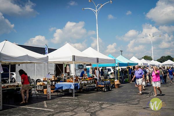 Southland Drive farmers market. Lexington, KY