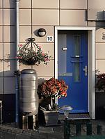 Nederland  Amsterdam  2020.  Tuttifruttidorp. Woningen van  woningcorporatie Rochdale. Dankzij het goede idee van een bewoonster kregen 16 huurders een regenton voor of achter hun huis. Met een regenton besparen plantenliefhebbers op kraanwater.    Foto : ANP/ HH / Berlinda van Dam