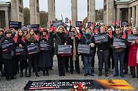 """Prof. Dr. Kristina Wolff, Initiatorin der """"Petition SaveXX – Stoppt das Toeten von Frauen"""" (5.vl. im Bild) organisierte am Mittwoch den 13. November 2019 in Zusammenarbeit der Frauenrechtsorganisation """"Terre des femmes"""" eine Kundgebung zum Gedenken an ueber 140 in Deutschland ermordete Frauen im Jahr 2019. Sie forderte die Bundesregierung zu konsequenterem Handeln auf und haerter gegen toedliche Gewalt gegen Frauen vorzugehen.<br /> Als """"Stoppzeichen"""" hielten die Teilnehmerinnen rot bemalte Haende hoch.<br /> 13.11.2019, Berlin<br /> Copyright: Christian-Ditsch.de<br /> [Inhaltsveraendernde Manipulation des Fotos nur nach ausdruecklicher Genehmigung des Fotografen. Vereinbarungen ueber Abtretung von Persoenlichkeitsrechten/Model Release der abgebildeten Person/Personen liegen nicht vor. NO MODEL RELEASE! Nur fuer Redaktionelle Zwecke. Don't publish without copyright Christian-Ditsch.de, Veroeffentlichung nur mit Fotografennennung, sowie gegen Honorar, MwSt. und Beleg. Konto: I N G - D i B a, IBAN DE58500105175400192269, BIC INGDDEFFXXX, Kontakt: post@christian-ditsch.de<br /> Bei der Bearbeitung der Dateiinformationen darf die Urheberkennzeichnung in den EXIF- und  IPTC-Daten nicht entfernt werden, diese sind in digitalen Medien nach §95c UrhG rechtlich geschuetzt. Der Urhebervermerk wird gemaess §13 UrhG verlangt.]"""