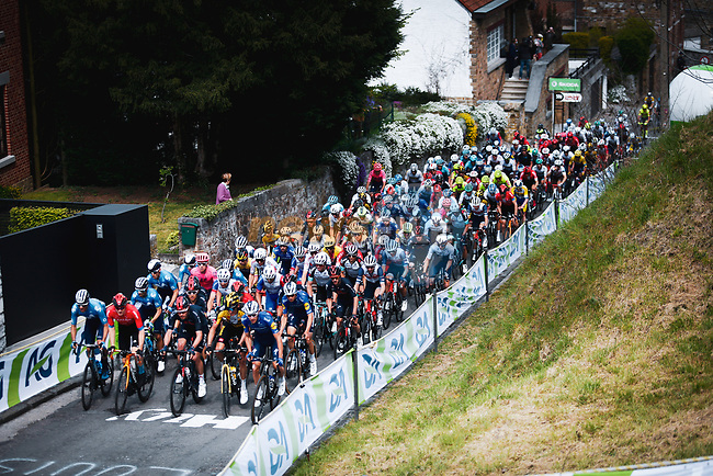 The peloton climb Mur de Huy during the 2021 Flèche-Wallonne, running 193.6km from Charleroi to Huy, Belgium. 21st April 2021.  <br /> Picture: A.S.O./Aurélien Vialatte   Cyclefile<br /> <br /> All photos usage must carry mandatory copyright credit (© Cyclefile   A.S.O./Aurélien Vialatte)