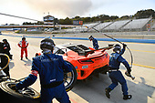 Pirelli World Challenge<br /> Intercontinental GT Challenge California 8 Hours<br /> Mazda Raceway Laguna Seca<br /> Sunday 15 October 2017<br /> Ryan Eversley, Tom Dyer, Dane Cameron, Acura NSX GT3, GT3 Overall pit stop.<br /> World Copyright: Richard Dole<br /> LAT Images<br /> ref: Digital Image RD_PWCLS17_359
