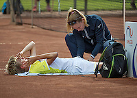 Hilversum, Netherlands, August 10, 2016, National Junior Championships, NJK, Liam Liles (NED) receives treatment during a medical time out by fysio Annelies Geel <br /> Photo: Tennisimages/Henk Koster