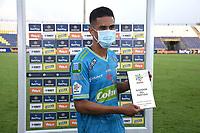 MONTERÍA- COLOMBIA, 18-02-2021:Yulian Anchico de Jaguares de Córdoba recibe la distinción al mejor jugador después del encuentro por la fecha 7 entre Jaguares de Córdoba y La Equidad como parte de la Liga BetPlay DIMAYOR 2021 jugado en el estadio Jaraguay -Municipal de Montería de la ciudad de Montería. / Yulian Anchicoof Jaguares de Cordoba receives the best player award match for the date 7 between Jaguares de Cordoba and La Equidad as part of the BetPlay DIMAYOR League I 2021 played at Jaraguay -Municipal de Monteria  stadium in Monteria city. Photo: VizzorImage / Felipe López / Contribuidor