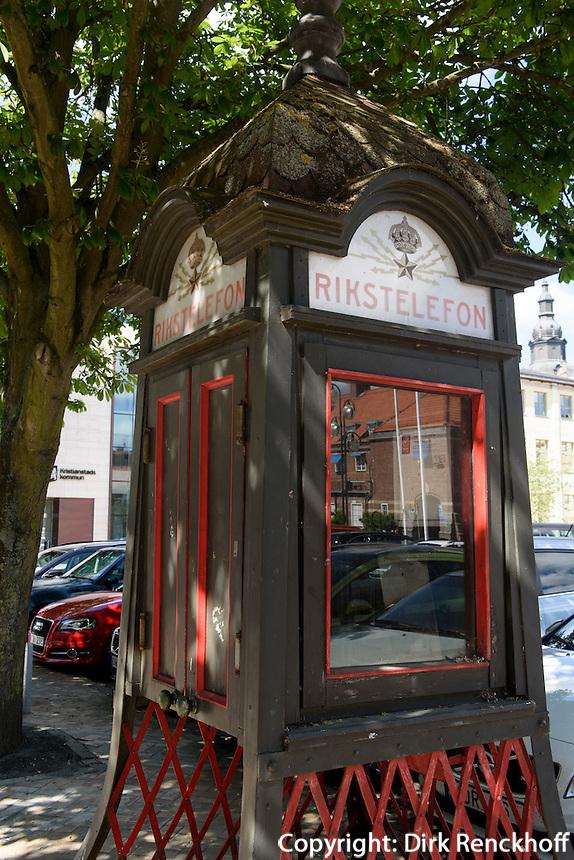 Alte Telefonzelle am Stora Torg in Kristianstad, Provinz Skåne (Schonen), Schweden, Europa<br /> Old telephone booth at Stora Torg  in Kristianstad, Province Skåne, Sweden