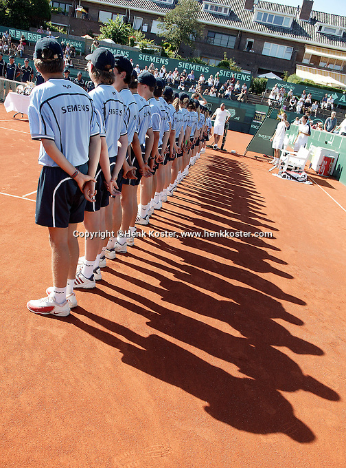 16-7-06,Scheveningen, Siemens Open, doubles final, Ballkids at presentation