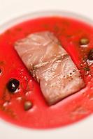 Europe/France/2A/Corse du Sud/Bonifacio: Maigre mariné à l'hibiscus, au yuzu et à l'huile de poutargue,recette de Julien Diaz restaurant: Marina di Cavu,