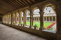 France, Aude (11), Saint-Papoul, L'abbaye de Saint-Papoul est une abbaye bénédictine, le cloître de facture gothique réalisé au début du XIVe siècle //France, Aude, Saint Papoul, Saint-Papoul Abbey , the Cloister
