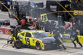 #19: Brandon Jones, Joe Gibbs Racing, Toyota Supra Menards/Pelonis pit stop