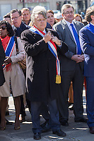 GILBERT COLLARD - DEPOT DE GERBE DEVANT LA STATUE DE JEANNE D'ARC PLACE SAINT-AUGUSTIN A PARIS
