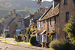 Great Britain, England, Worcestershire, Broadway: Traditional Cotswold cottages | Grossbritannien, England, Worcestershire, Broadway: typische Cotswold Haeuser