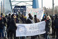 Mehrere tausend Menschen protestierten am Samstag den 18. Januar 2014 in Magdeburg gegen eine Demonstration von ca. 700 Neonazis. Die Nazis demonstrierten in Gedenken an die Bombardierung von Magdeburg am 16.1.1945 durch die Alliierten.<br />Die Polizei verhinderte erfolgreich alle Blockadeversuche der Gegendemonstranten. Dafür waren Polizeieinheiten aus Berlin, Niedersachsen, Sachsen und Hessen nach Magdeburg beordert worden.<br />Im Bild: Menschen vor einer Polizeiabsperrung. Die Polizei hat eine Elbbruecke gesperrt, und laesst die Menschen nicht zu einer SPD-Veranstaltung auf der Ostseite der Elbe in Magdeburg-Herrenkrug. In der Naehe der SPD-Veranstaltung sollen Neonazis aufmarschiert sein.<br />18.1.2014, Magdeburg<br />Copyright: Christian-Ditsch.de<br />[Inhaltsveraendernde Manipulation des Fotos nur nach ausdruecklicher Genehmigung des Fotografen. Vereinbarungen ueber Abtretung von Persoenlichkeitsrechten/Model Release der abgebildeten Person/Personen liegen nicht vor. NO MODEL RELEASE! Don't publish without copyright Christian-Ditsch.de, Veroeffentlichung nur mit Fotografennennung, sowie gegen Honorar, MwSt. und Beleg. Konto:, I N G - D i B a, IBAN DE58500105175400192269, BIC INGDDEFFXXX, Kontakt: post@christian-ditsch.de<br />Urhebervermerk wird gemaess Paragraph 13 UHG verlangt.]