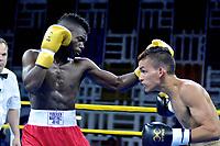BARRANQUIILLA - COLOMBIA, 24-02-2018: El equipo los Heroicos de Colombia, derrotó 3-2 a los Caciques de Venezuela y obtuvo la primera victoria en la Serie Mundial de Boxeo en el 2018, la velada celebrada en el coliseo de Combarranquilla de la Calle 30 en el municipio de Soledad.En la foto Yuberjen Martínez (COL)y Luis Polanco (VEN) / The Heroicos de Colombia team, defeated the Caciques de Venezuela 3-2 and won the first World Boxing Series victory in 2018, the evening held at the Combarranquilla Coliseum on Calle 30 in the municipality of Soledad. the photo Yuberjen Martínez (COL) and Luis Polanco (VEN).  Photo:VizzorImage / Alfonso Cervantes / Contribuidor
