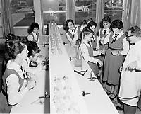 Education donnee par des religieux,<br /> vers 1960, au Quebec<br /> <br /> Classe de chimie<br /> <br /> PHOTO  : Agence Quebec Presse