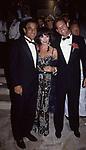 VICTOR DANENZA E JOAN COLLINS<br /> FESTA VICTOR DANENZA - VILLA ARAUCARIA- CANNES 1988
