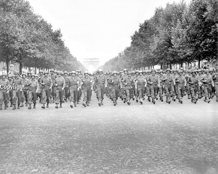 """American troops of the 28th Infantry Division march down the Champs Elysees, Paris, in the """"Victory"""" Parade.  August 29, 1944.  Poinsett. (Army)<br /> NARA FILE #:  111-SC-193197<br /> WAR & CONFLICT BOOK #:  1059"""